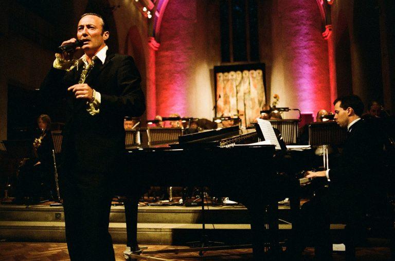 Pete Sincliar - Crooner and singing sensation